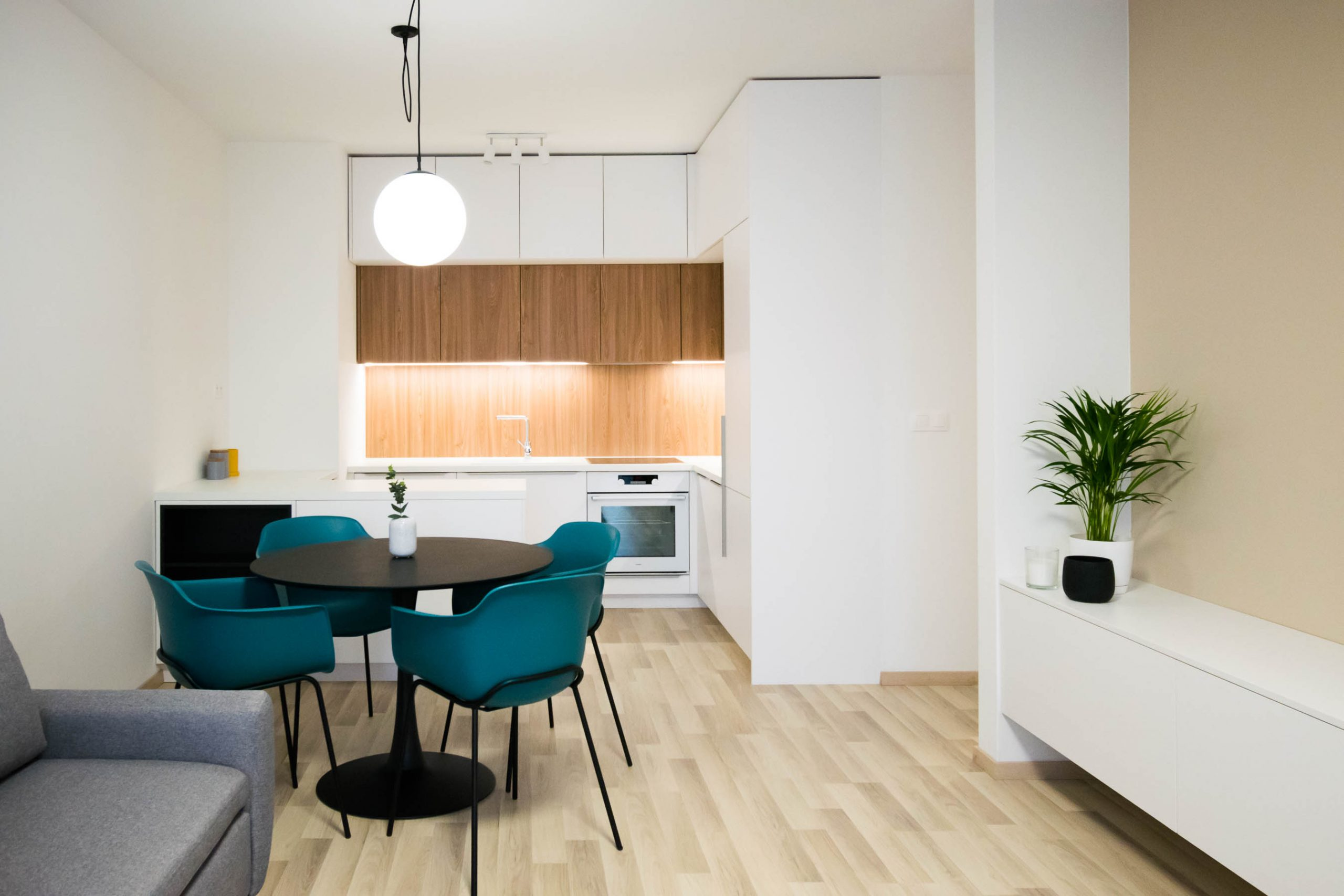 Interiér nájomného bytu, Bratislava, kuchyňa, VAUarchitects