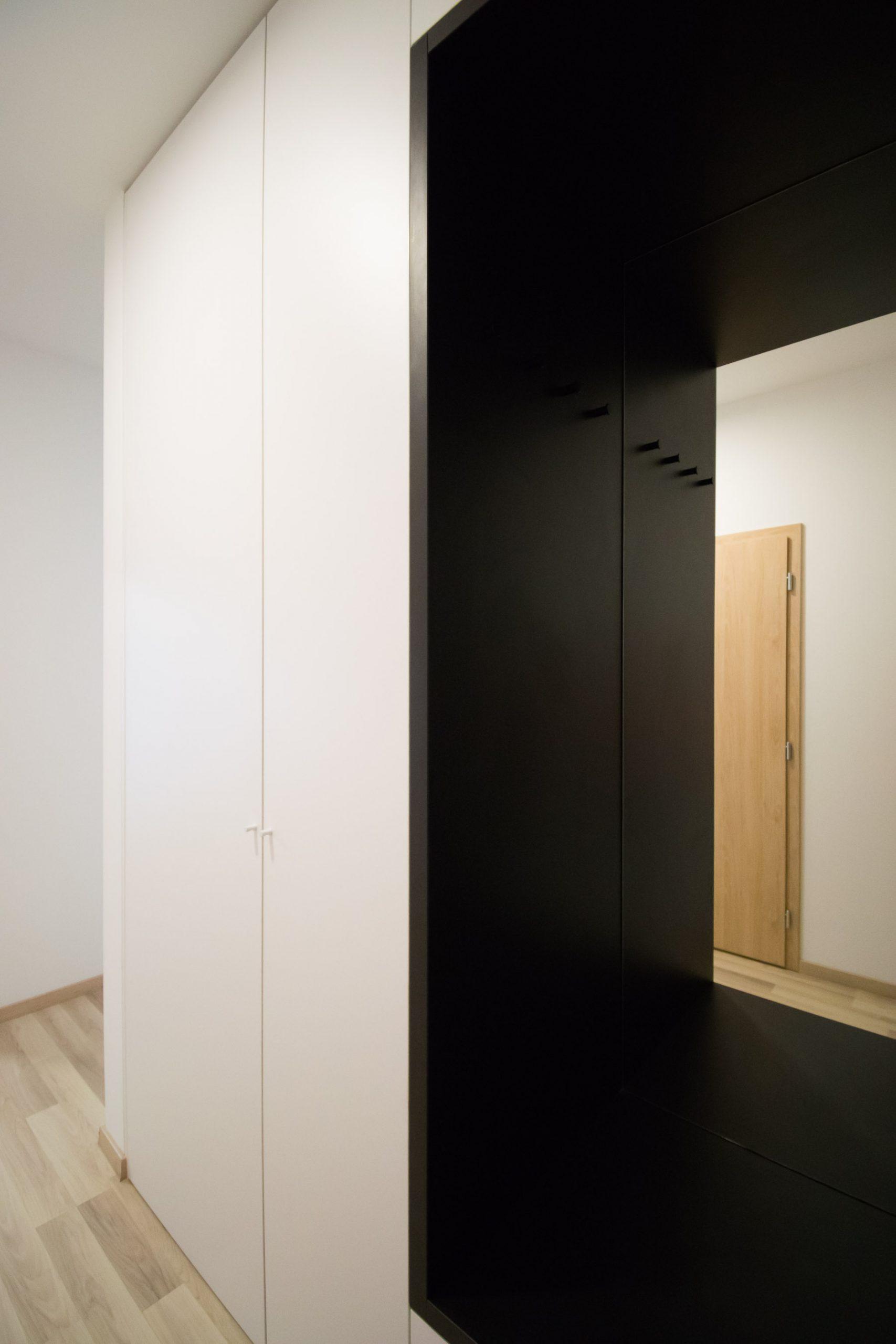 Interiér nájomného bytu, Bratislava, vstup, VAUarchitects