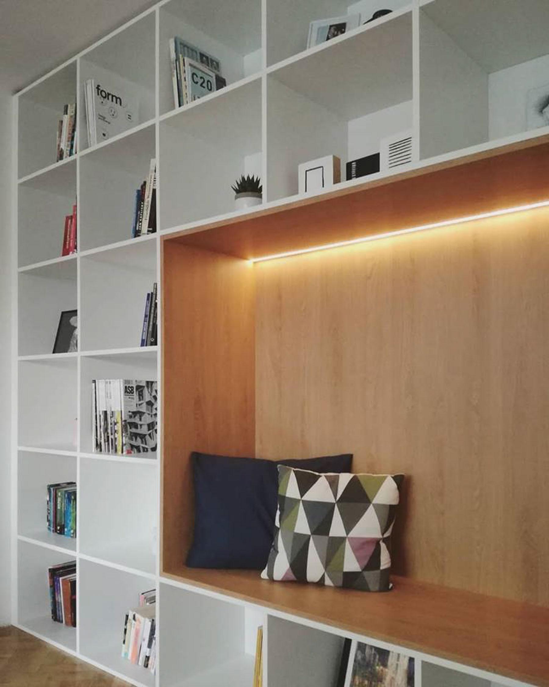 Rekonštrukcia bytu, Ružinov, knižnica, VAUarchitects