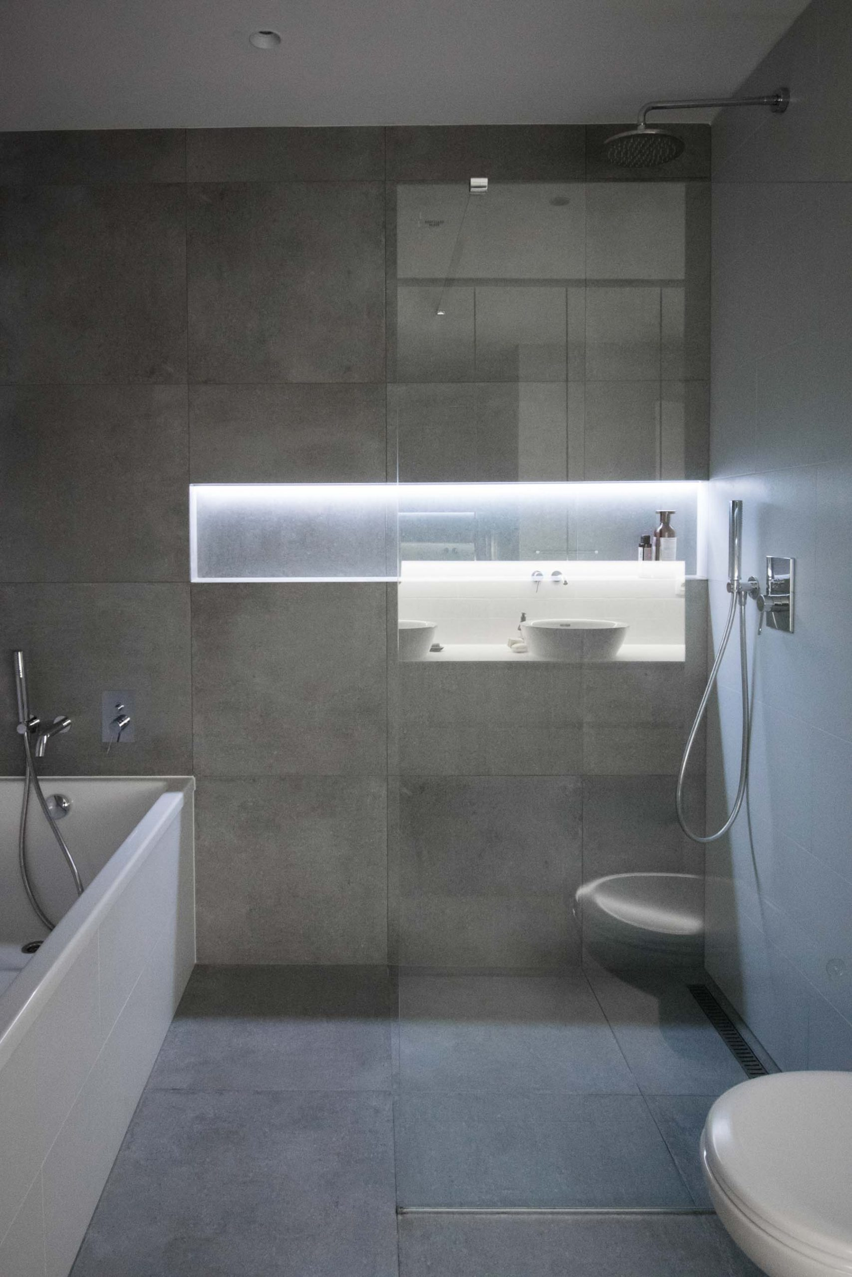 Interier terasoveho bytu, Bratislava, sprcha, VAUarchitects