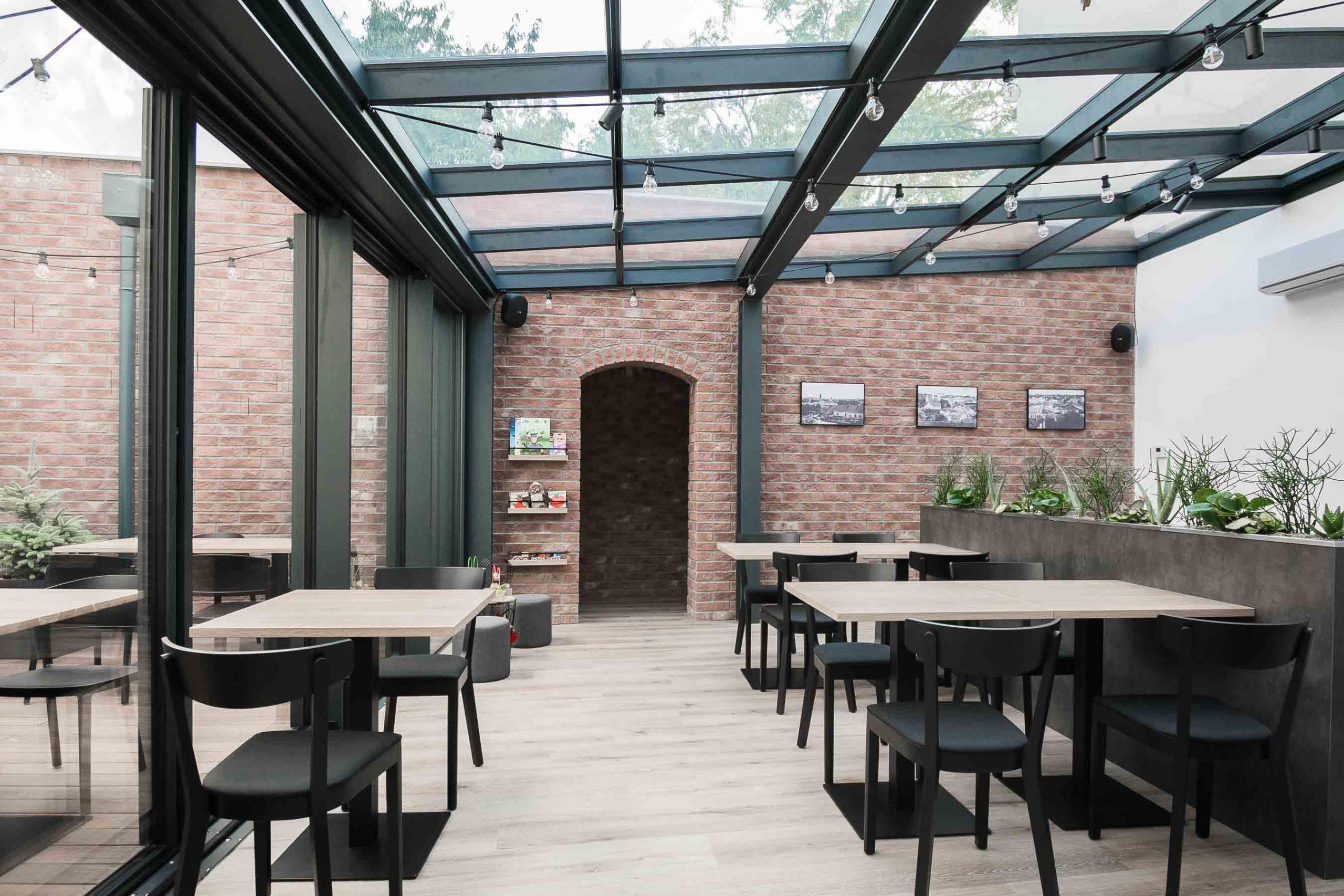 Rekonstrukcia a pristavba kaviarne, terasa nova, VAUarchitects