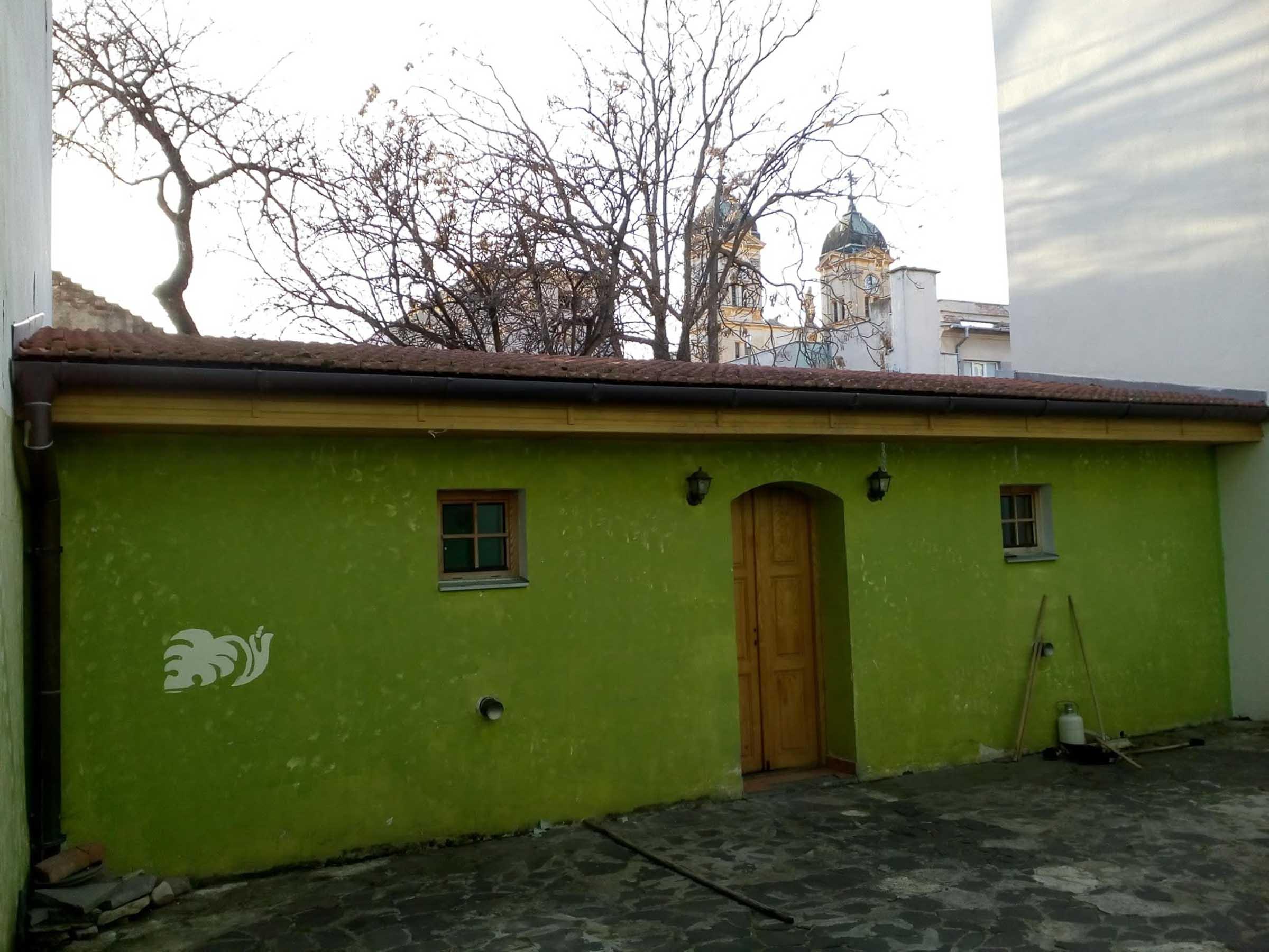 Rekonstrukcia a pristavba kaviarne, terasa povodna, VAUarchitects
