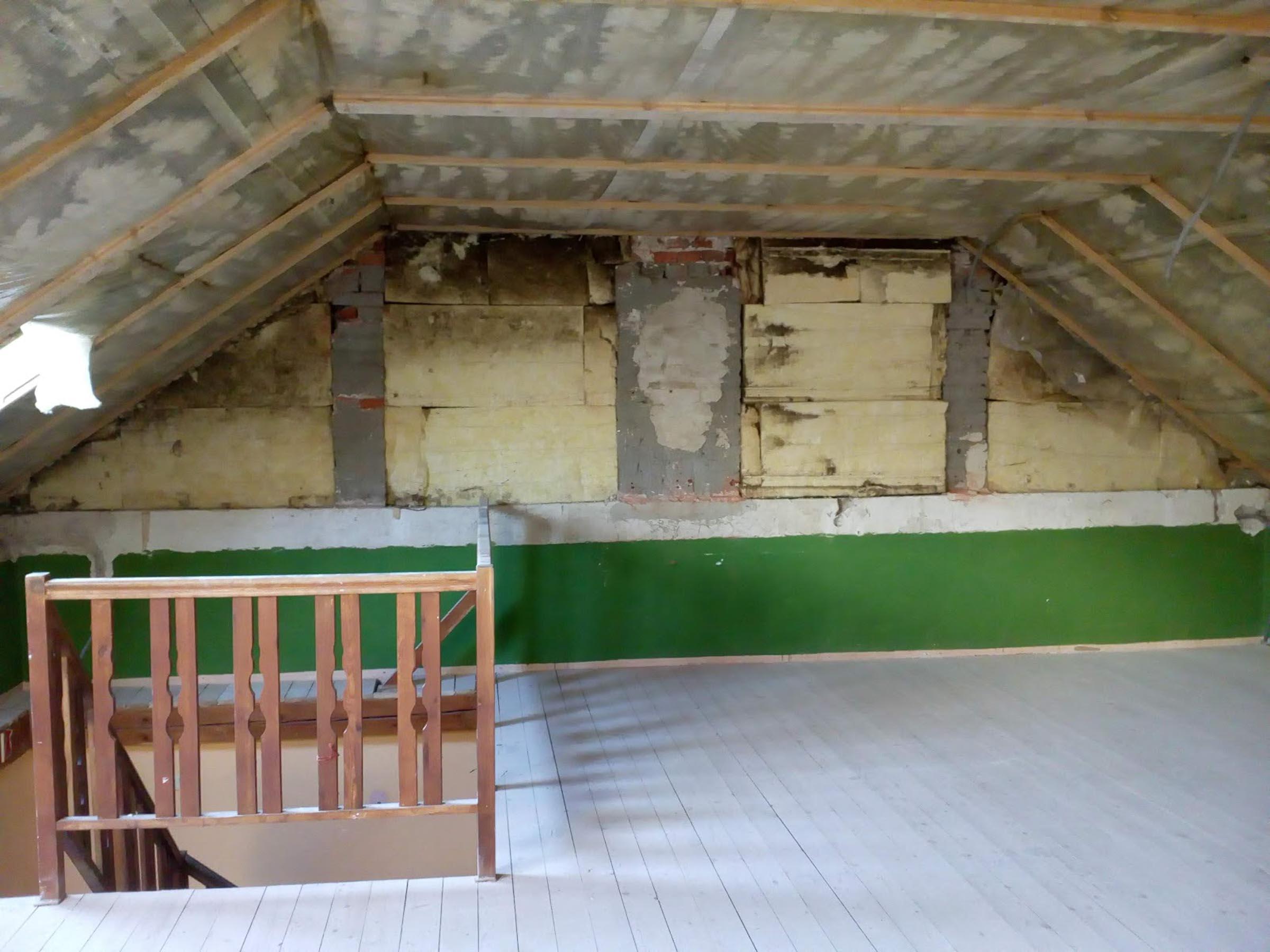 Rekonstrukcia a pristavba kaviarne, podkrovie povodne, VAUarchitects
