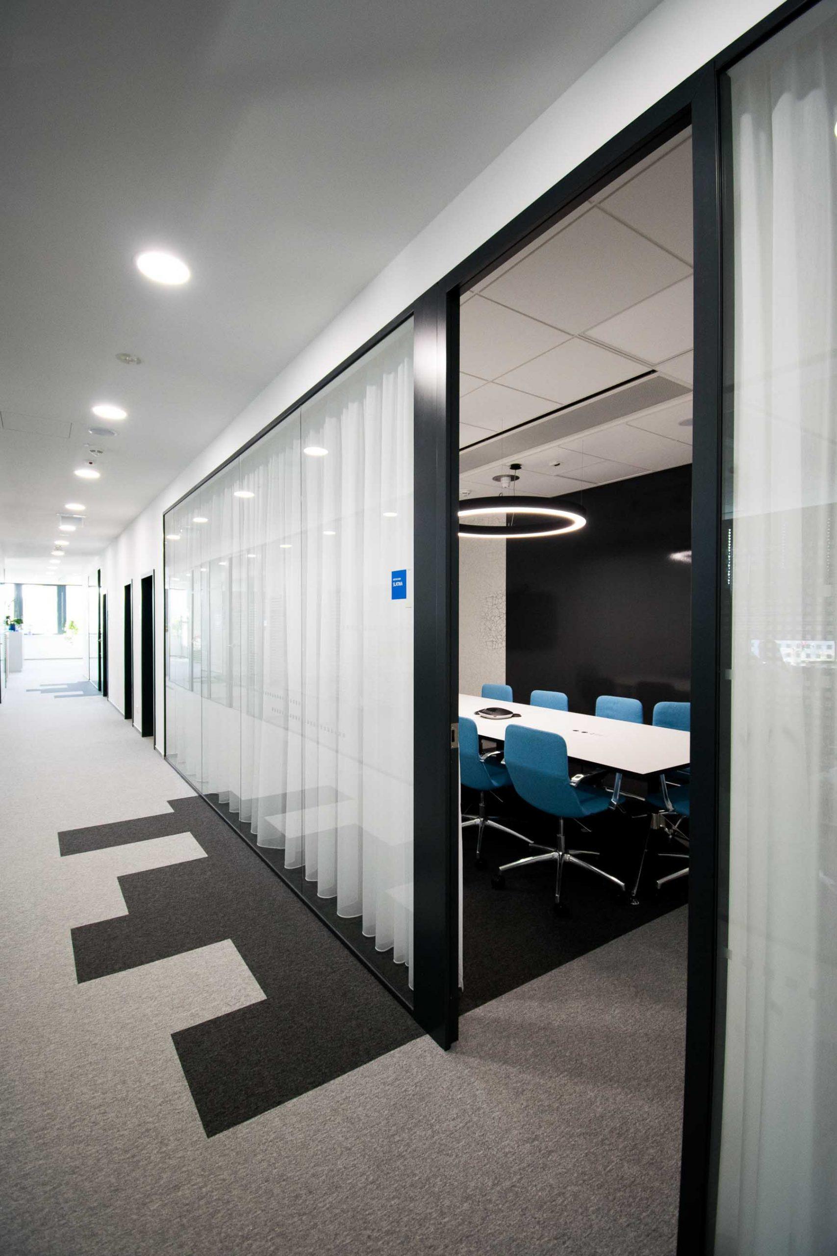 Interiér kancelárie GEFCO, Bratislava, meeting room, VAUarchitects