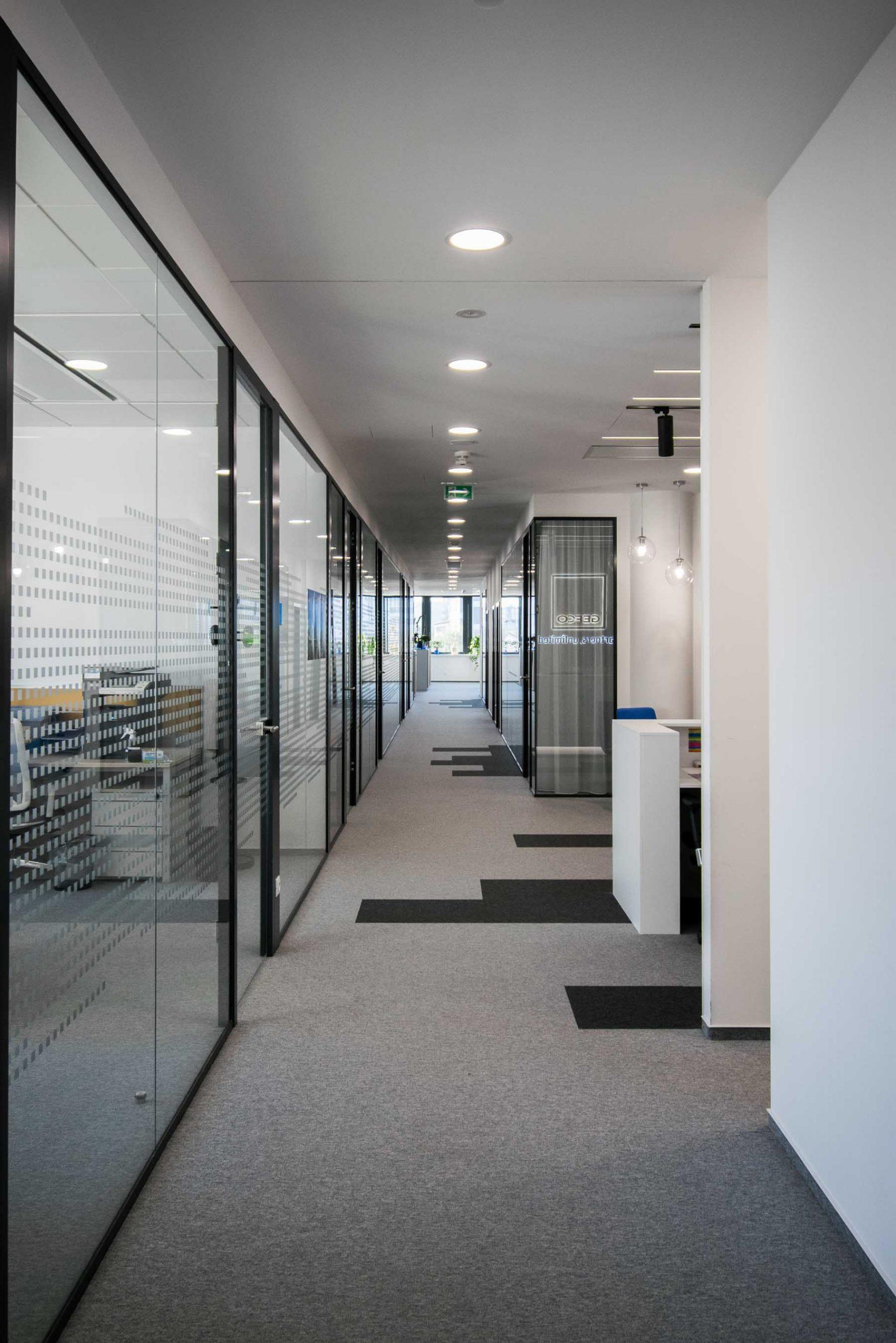 Interiér kancelárie GEFCO, Bratislava, chodba, VAUarchitects