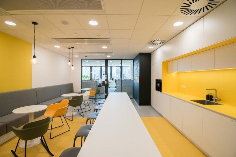 Interiér kancelárie GEFCO, Bratislava, kuchynka, VAUarchitects